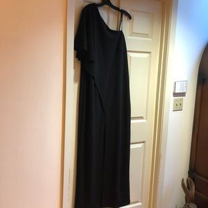 New Adrianna Papel Black One shoulder Gown